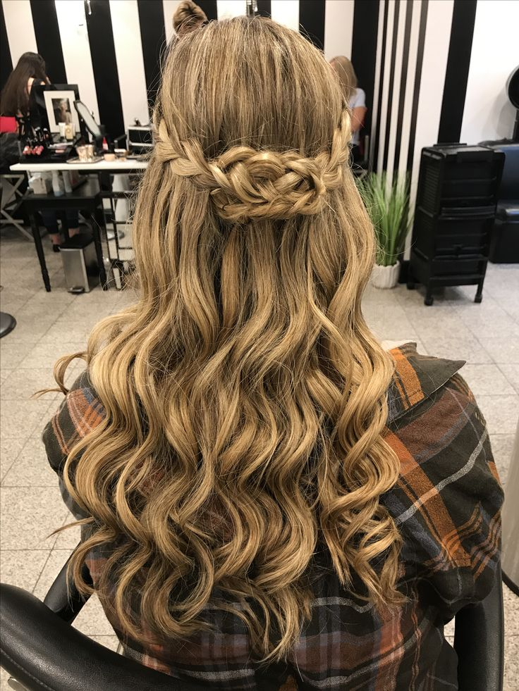 Half Up Half Down Wavy Hair Game Of Thrones Inspired Style