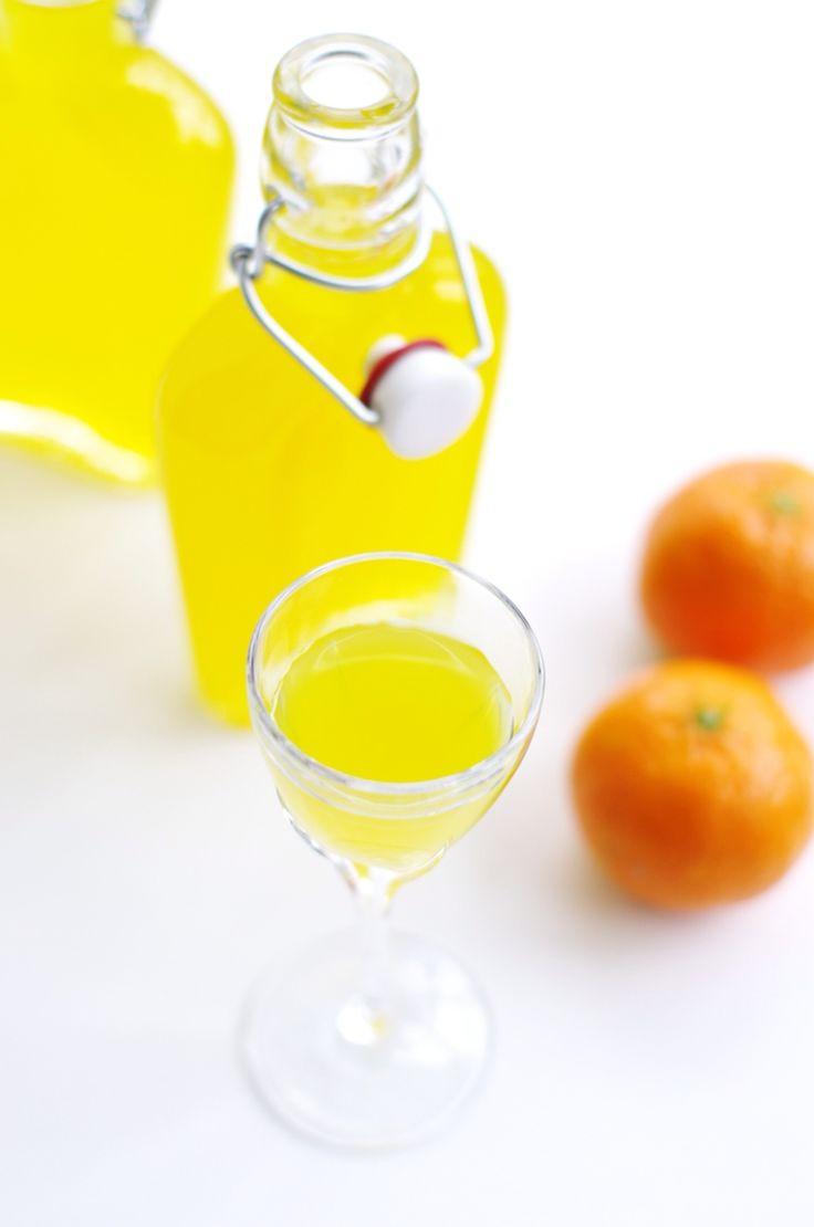 И тот, и другой вариант лимончелло делала по мотивам рецептов Насти Понедельник с ее сайта http://mondaydelights.ru , но на этот раз наоборот, пересчитывала с водки на спирт. 3…