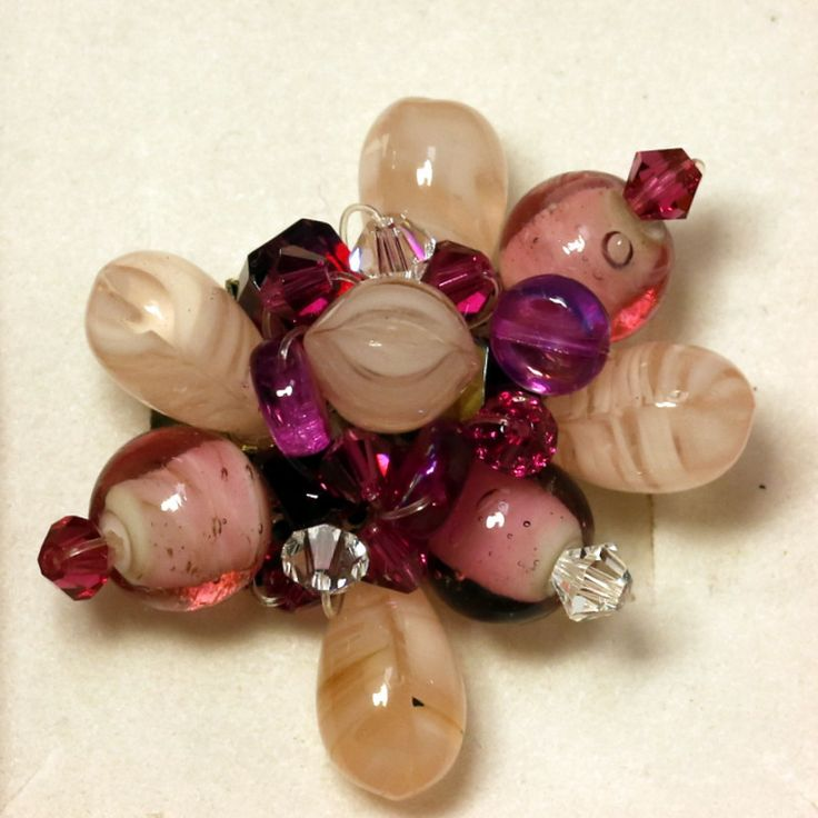 """Bague """"pétales de rose"""" en perles shamballa, svarowski, palets et cube vitrail : Bague par cate-line-creations"""
