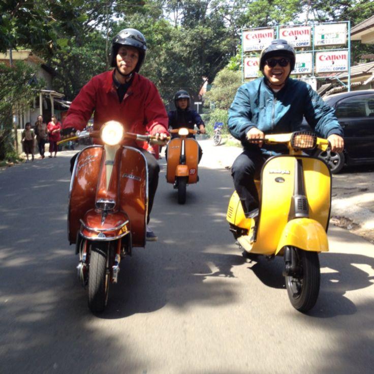 Ga masalah beda skuter nya, yang penting friendship :)