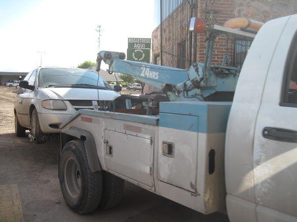 Retiran 7 vehículos del estacionamiento cercano al aeropuerto | El Puntero