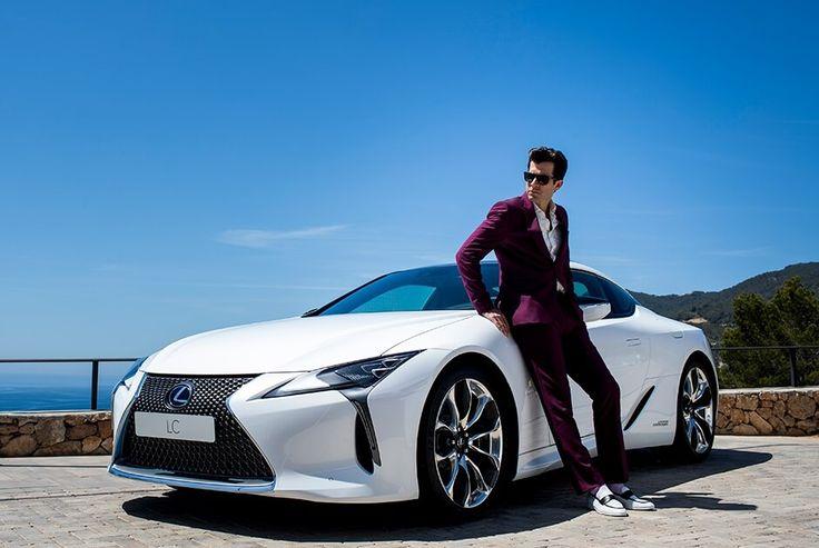 Продюсер Эми Уайнхаус опробовал на Ибице новое купе Lexus LC 500