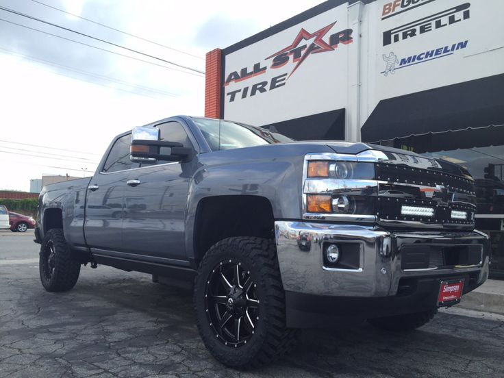2015_chevy_2500_led_grille_amp_research_front_corner