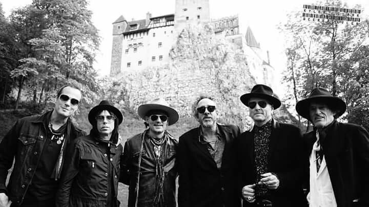#Repost @cerealkyler ・・・ The #HollywoodVampires and #TimBurton arrive at #BranCastle, aka #Dracula's #Castle. ---------------------------------------------------- #Transylvania #hollywoodvampires #europe #tour #travel #concert #candid #blackandwhite #romania