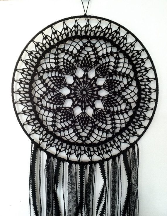 Magia negra BOHO Dreamcatcher ~ ganchillo tapete, encajes, plumas                                                                                                                                                                                 Más