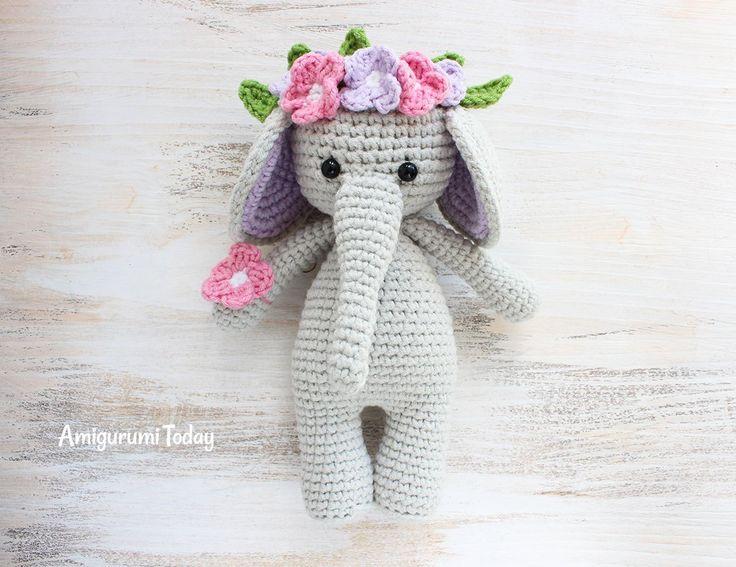 Schattige olifant met bloemkrans op het hoofd gemaakt door Amigurumi Today. Leuk gratis haakpatroon voor als je van amigurumi en knuffels haken houdt.