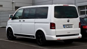 VW_Multivan_2.0_TDI_Edition_25_(T5,_Facelift)_–_Heckansicht,_20._Mai_2012,_Velbert