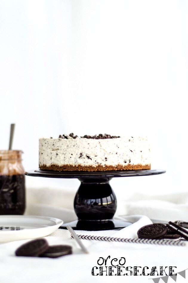 A Must Try No Bake Oreo Cheesecake With Heavenly Chocolate Fudge Sauce  #Recipes #Trusper #Tip