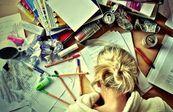 15 situações que todo mundo passa no último ano da faculdade Entrar na faculdade é fácil - difícil é sair!