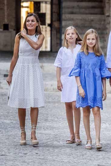 Letizia Ortiz sceglie per le principesse di Spagna dei look mooooolto low  cost (e Zara e78f40a6ed9