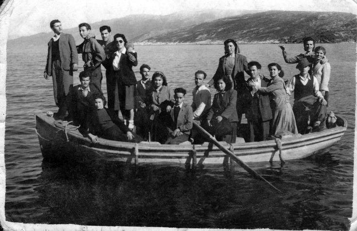Βαρκάδα στον Αρμενιστή το 1946. Σήμερα, όταν φυσάει η Ικαρία είναι η χαρά των…