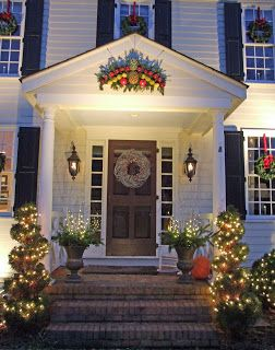 17 best images about colonial christmas homes outdoors for Colonial home christmas decorations