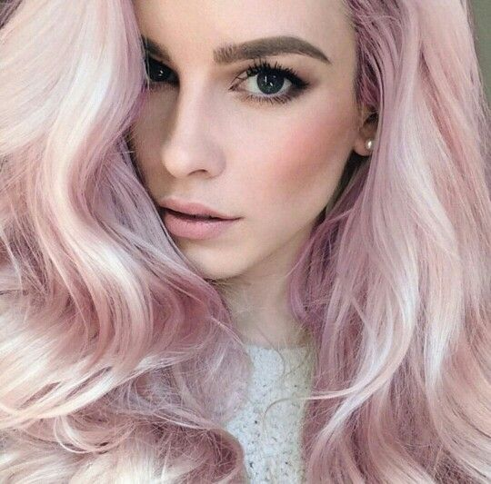 Lauren Calaway and her pastel pink hair. This is my new favourite hair colour...LOVE!!