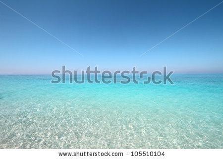 Turquoise sea and sky horizon