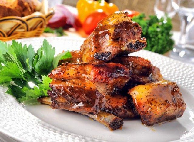 Per gli amanti della buona birra e della carne di maiale, queste costine alla birra con miele, sono l'ideale. Una ricetta, rielaborata, e che prende spunto dalla cucina tradizionale della Polonia.