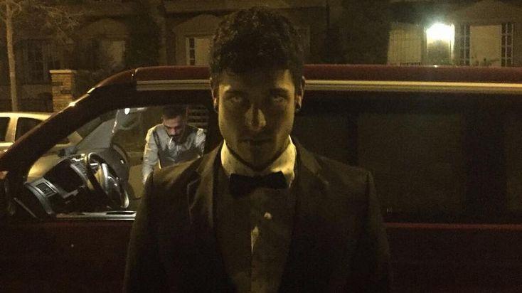 Party Hard Foto de: @kris_misfits . . . #suit #suitup #traje #pontetraje #eyes #malrollo #lentillas #costumeparty #elegancia #furgoneteo #california #fortesbrothers #eltercerbrother #temiroytegolpeo