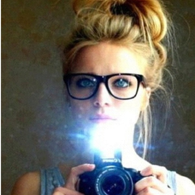 For some reason I absolutely love this look... New glasses inspiration
