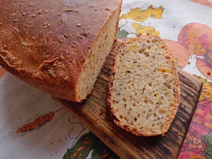 Chleb z siemieniem lnianym sezamem i szafranem