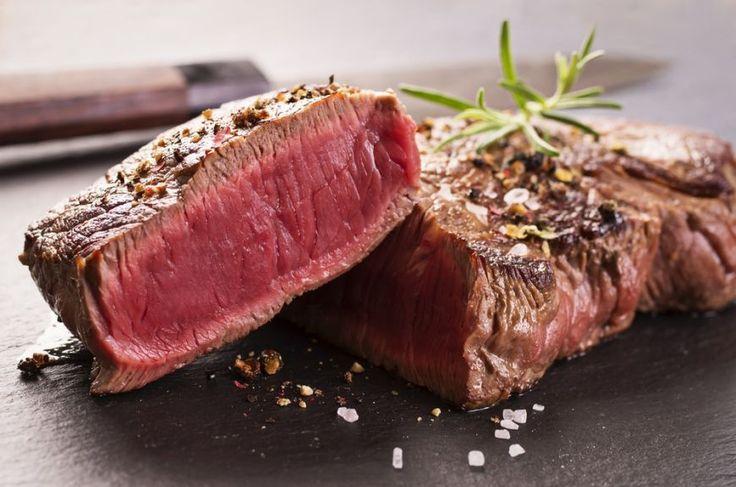 Deşi pare unul din ingredientele complicate ale bucatariei, carnea nu are foarte multe reguli cand vine vorba de gatit. De fapt, doar doua: fie o gatesti rapid, la foc mare, fie o gatesti un timp indelungat, la foc mic. Orice e la mijloc s-ar putea sa rezulte intr-o friptura tare.