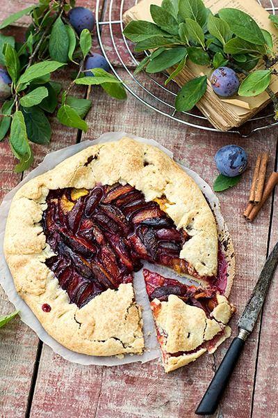 Деревенская галета со сливами - кулинарный рецепт