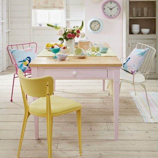 Pink-table-in-dining-room--Country-Homes-and-Interiors--Housetohome.co.uk
