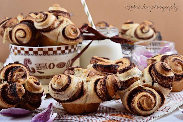 Koskacukor: Csokoládés-mogyorókrémes muffinrózsa #édeskelt #kelttészta #muffin #muffinsütő #tönkölybúzaliszt #tkliszt #tej #habtejszín #vaj #tojás #tojásmentesislehetne #koskacukor #formázás #ötletes (+ #kakaópor #fahéj #lekvár)