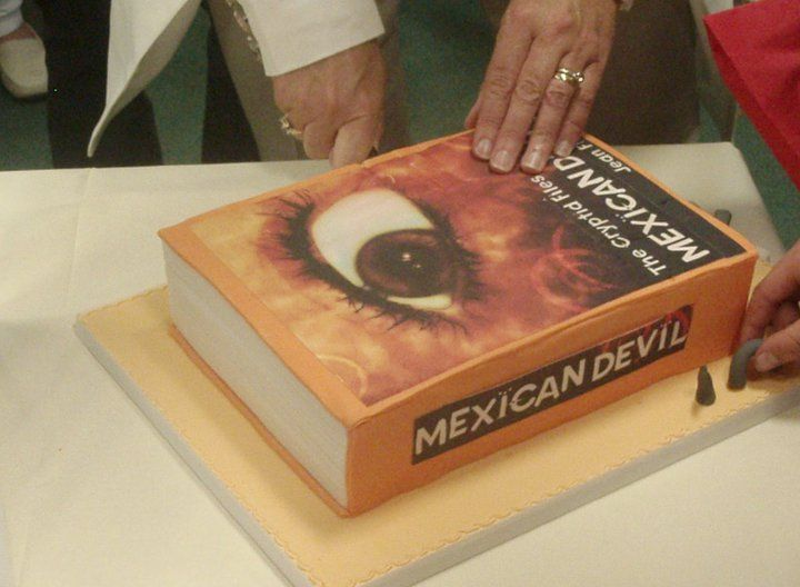 Edible books!? Nope, edible CAKE books