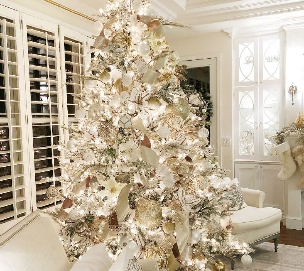 How To Decorate A Christmas Tree Video Tutorial Elegant Christmas Trees White Christmas Trees Traditional Christmas Tree
