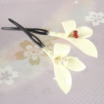 Rakuten: It is a floral hairpin (ornamental hairpin) natural white coming-of-age ceremony wedding ceremony hair ornament graduation ceremony second party party Seven-Five-Three Festival black formal kimono with a decorated skirt colored formal kimono visiting dress kimono hair accessories 3,483 yen lily bookmark hakama long-sleeved kimono dress yukata summer festival in Japanese dress by a review mention- Shopping Japanese products from Japan