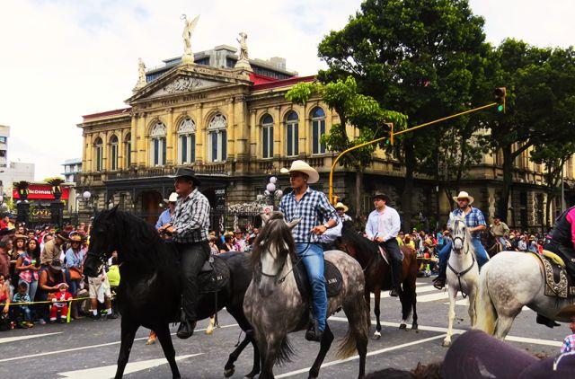 El tope de San José! The most popular horse parade in Costa Rica