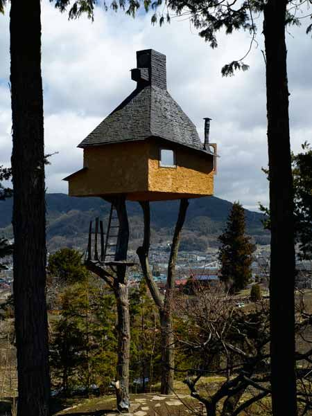 Here's another of Terunobu Fujimori's projects photographed by Edmund Sumner: this time Takasugi-an, a tea house in Chino, Nagano Prefecture, Japan. The tea house is built atop two chestnut trees, cut from a nearby mountain and transported to the site, and is accessible only by free-standing ladders propped against one of the trees. Following the