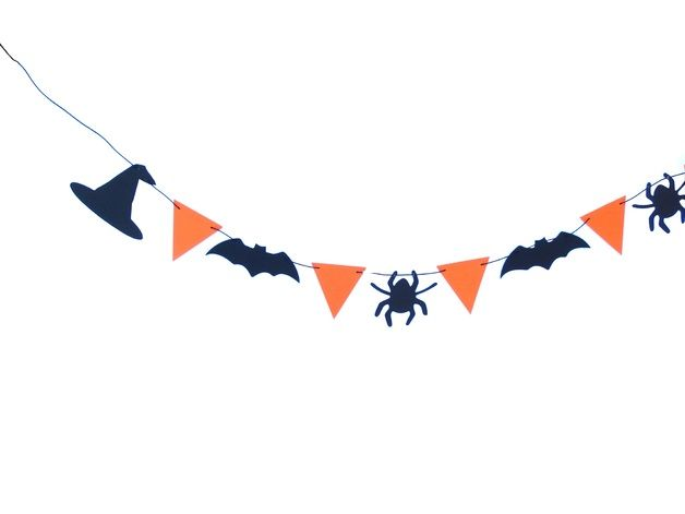 Paper halloween garland will be great home decor and party decor. On banner is 2 hats, 3 bats, 3 spider and 7 orange triangles. Triangles can be in other color.  Garland measures (without thread)...