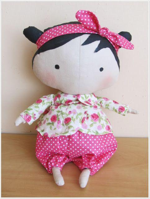 Tilda doll made of our hot pink dots and small roses on ivory fabrics / Lalka uszyta z naszych amarantowych kropeczek i różyczek a'la Cath Kidston