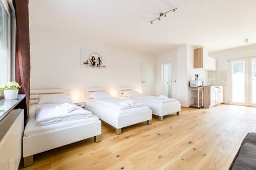 Apartments Refrath Bergisch Gladbach Featuring free WiFi, Apartments Refrath offers accommodation in Bergisch Gladbach. Castle Mildenstein is 1.7 km away. Free private parking is available on site.  All units feature a flat-screen TV. Some units include a dining area and/or terrace.