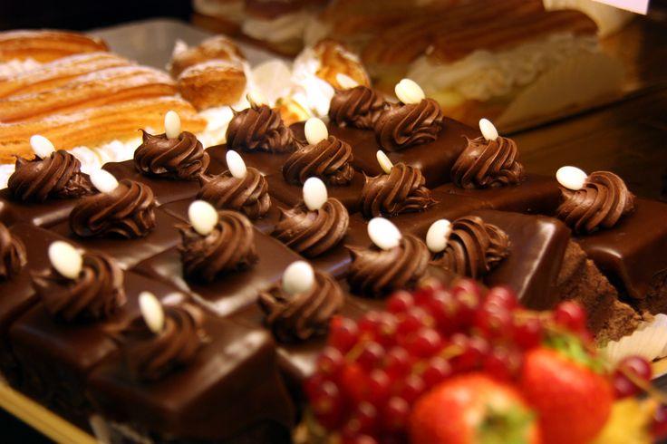 Prajitura amandina este un desert delicios daca este facut in casa, cea care se gaseste la cofetarie fiind diferita de cea preparata acasa.