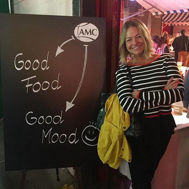 Instagram media by biancarothier - Food Zurich Party. Uma mistura de street food com haute cuisine. E música, claro. A placa é a minha cara. Que delícia de evento! #foodzurich