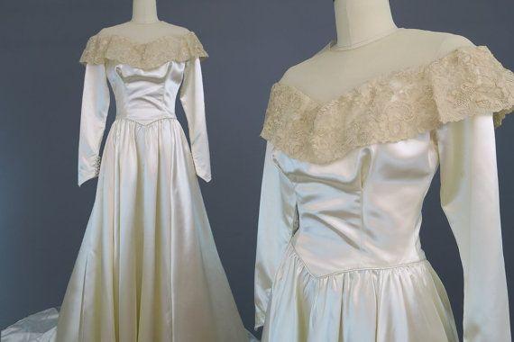 Robe de mariée satin des années 1940 avec col en dentelle