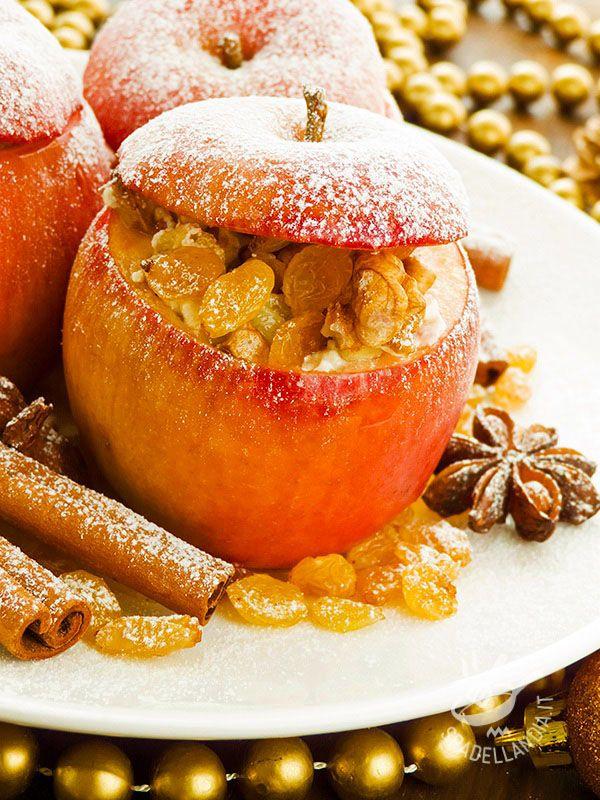 Le Mele al forno con uvetta e amaretti sono scrigni di bontà. Con la frutta protagonista, per un dessert semplice ma estremamente raffinato!