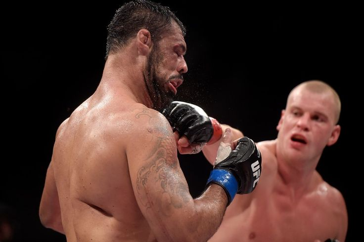 Stefan Struve derrotou Rodrigo Minotauro por pontos, durante UFC 190 do Rio de Janeiro