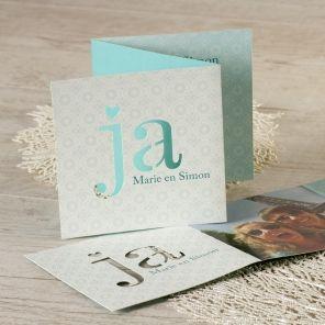 Een trouwkaart als deze springt bij iedereen in het oog! Originele elementen, zoals het uitgesneden 'ja-woord', jullie mooiste foto samen en een verfijnd bloemetjesmotief vallen direct op!DrieluikFotokaartUnieke snijvormKlik op 'maak je kaart' en