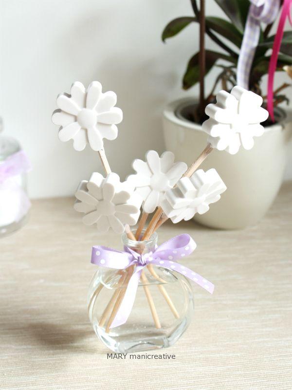 La primavera tarda ad arrivare ma alcuni fiori sono già sbocciati e regalano delicati profumi.   Ho sempre avuto un debole per i profumi (e...