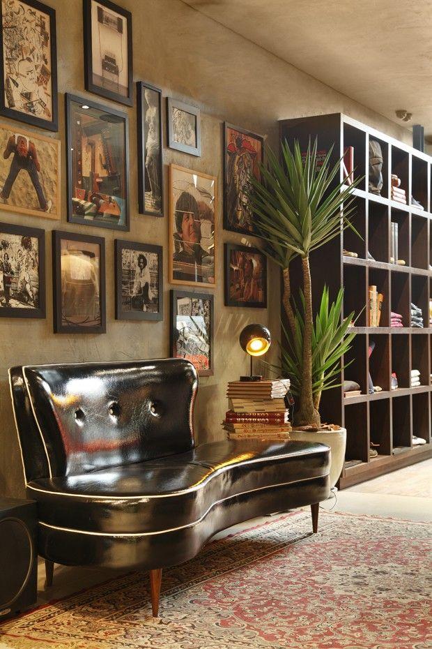 Estética retrô ganha ares atuais na sala de estar. André Piva