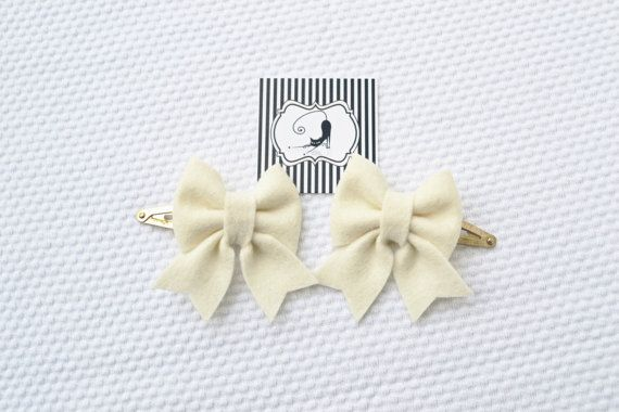 Hair clips ivory bow set / Handmade with 100% Wool by CraftyCatgr