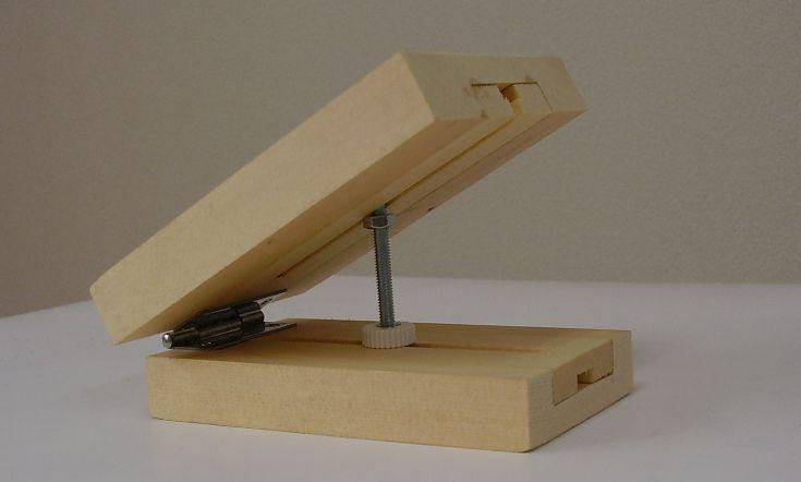 勾配天井 傾斜した天井を平らにするアジャスター 天井 合板製の