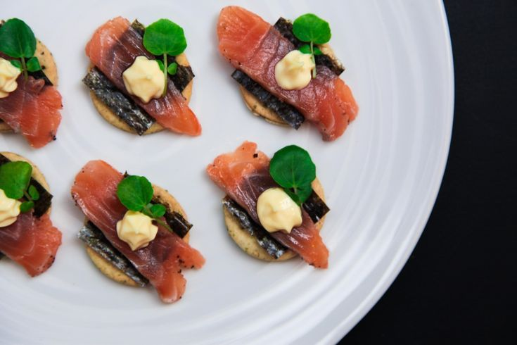 Home-cured Salmon Canapés with Seaweed Crackers – Simple, quick, yet super fancy | Berries and Spice
