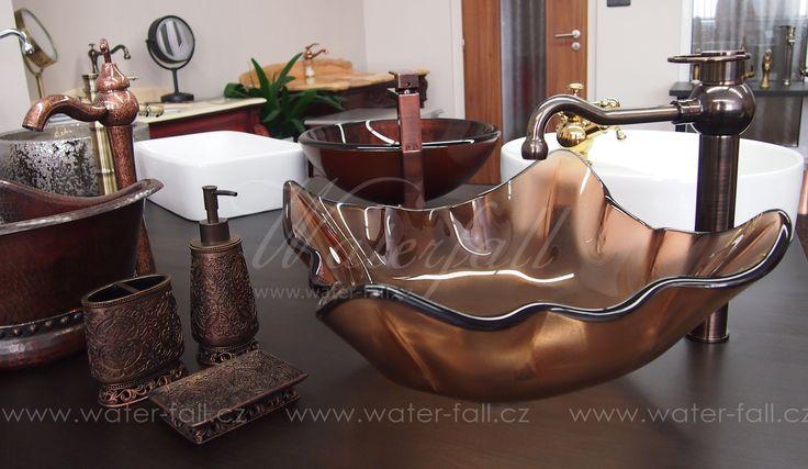 Hnědá koupelna, hnědá baterie, umyvadlo a koupelnové doplňky http://www.waterfall-products.cz/n/hneda-koupelna