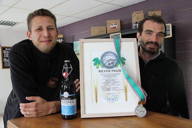 Olivier Lallemand et Bruno Couchaud ont installé leur brasserie à Rosnoën,  dans d'anciens souterrains militaires, il y a un an.