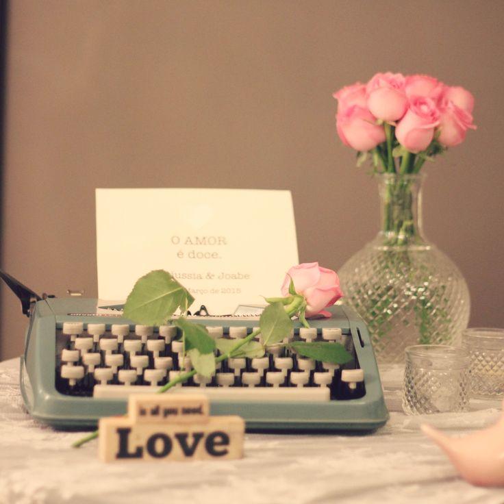 Baby's breath, Dinner, Gipsofila, Jantar de Noivado, Noivado, Pink and Green, Romance, romantico, Verde e Rosa, maquina de escrever retrô, vintage typewriter, decor, decoration, decoração.