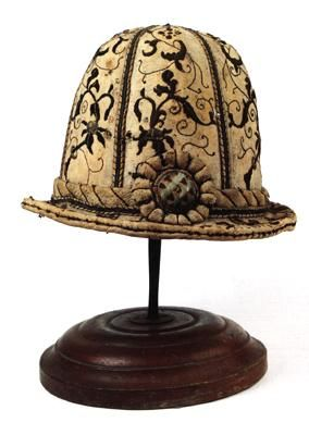 #fashion: mid 16th century Italian traveller's hat of embroidered chamois (resistant to the rain). Come and see!
