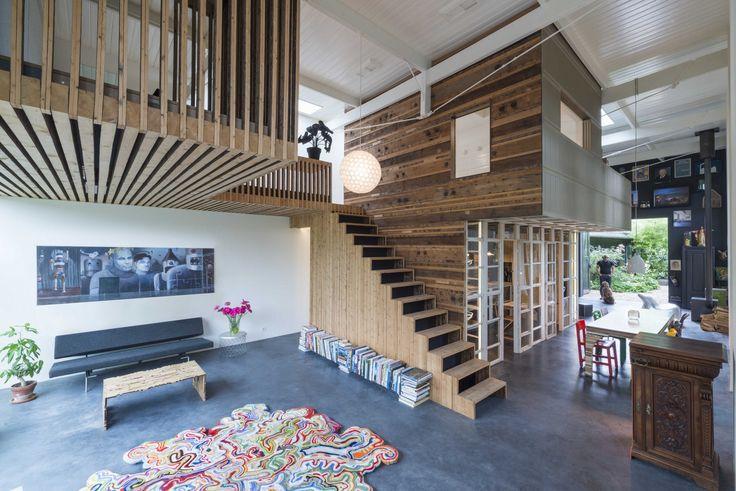 Transformatie speelt een centrale rol in het werk van Rolf Bruggink (Studio Rolf.fr) en Niek Wagemans (Fabriek van Niek), beiden werkzaam in Utrecht. De transformatie van een koetshuis in de achter…